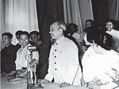 Vì sao những tấn trò mà Va-ren bày ra với Phan Bội Châu lại được Nguyễn Ái Quốc gọi là những trò lố?