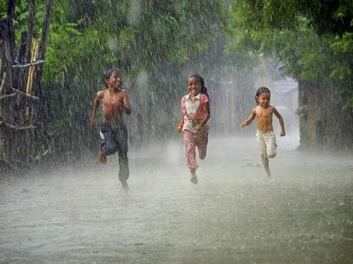 Tả cơn mưa rào đầu hè